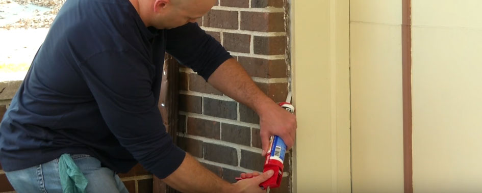 Squeeze the trigger to put a steady caulk