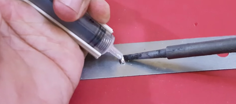 What Are the Advantages of Using a Solder Sucker?