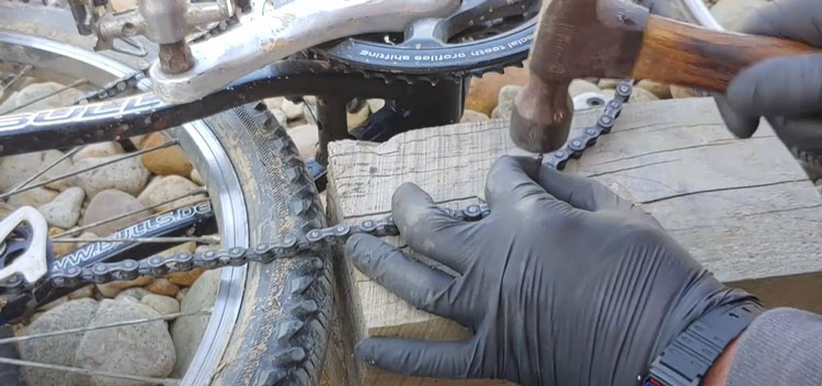 How to remove a bicycle chain without a chain tool